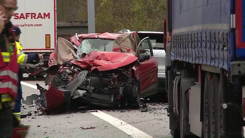 3 Personen aus dem Baselbiet bei Horror-Unfall auf A3 gestorben