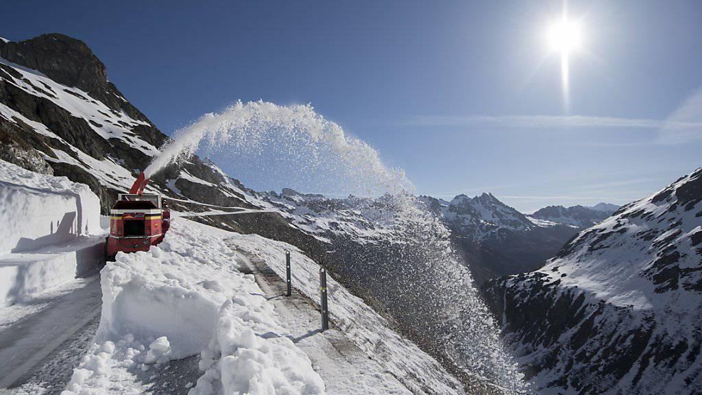 Viel Schnee am Susten, auch dieses Jahr. Am Mittwoch wird die Wintersperre nun aber aufgehoben (Archivbild).