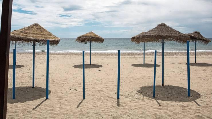 Damit wirds diesen Sommer nichts: Spaniens Strände bleiben für ausländische Touristen ein Wunschtraum. Andernorts könnte es aber klappen mit den Ferien am Meer.