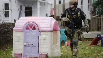 Die Polizei sucht in Pennsburg, Pennsylvania nach dem Täter