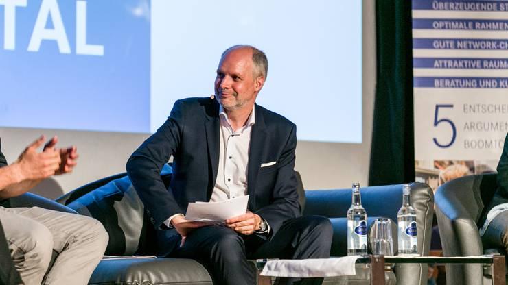 Moderiert wurde das Podium von Rolf Cavalli, Leiter Online Publishing bei CH Media und Chefredaktor der Aargauer Zeitung.