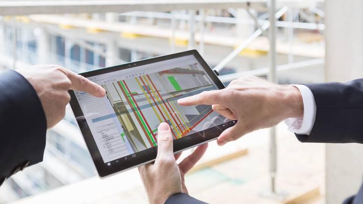 Längst werden auch auf Baustellen Tablets eingesetzt, doch die verschiedenen Informationen müssen besser integriert werden.