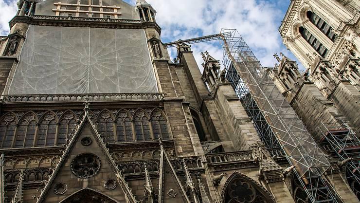 Ab kommender Woche soll der wegen der Gefahr von Bleivergiftungen gestoppte Wiederaufbau der Pariser Kathedrale Notre-Dame wieder aufgenommen werden.