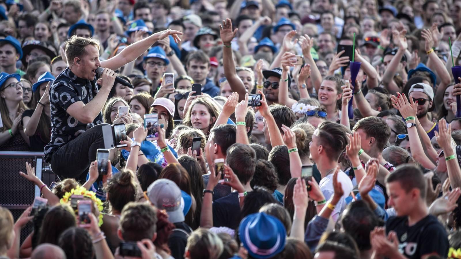 Die #partyvomjahr ist die grösste Meute, vor der Hecht je gespielt haben. Yeah. (© Patrick Hoerdt)