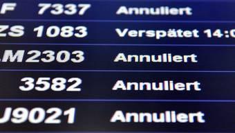 Im Schweizer Luftverkehr kommt es wegen starken Schneefalls zu Flugausfällen und grossen Verspätungen (Symbolbild)