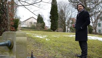 Stadtrat Markus Bärtschiger an dem Ort des Schlieremer Friedhofs, wo das muslimische Grabfeld hätte hinkommen sollen