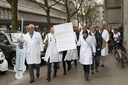 Die Zürcher Ärztinnen und Ärzte fordern einen Taxpunktwert von 1 Franken als fairen Kompromiss.
