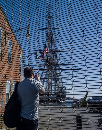 Auch dieses historische Kriegsschiff lässt sich nur aus der Ferne betrachten