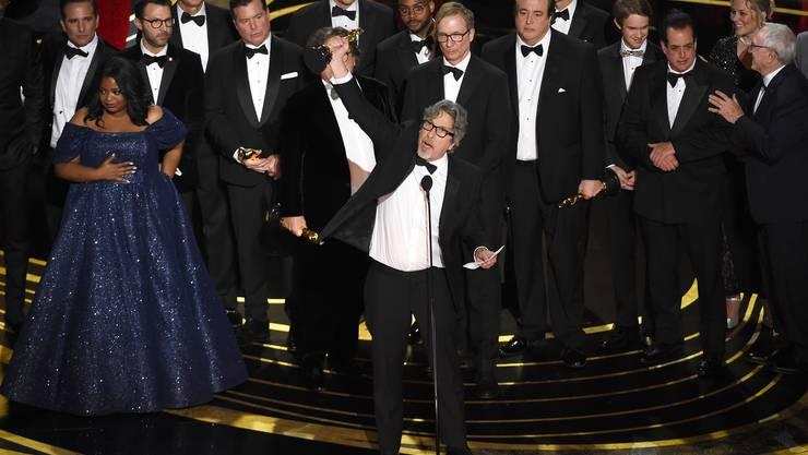 Peter Farrelly, im Zentrum des Geschehens, und seine Crew holen den Oscar für den besten Film – «Green Book».