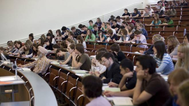 Aargauer Studierende, die Anspruch auf Ausbildungsbeiträge haben, sollen einen Drittel der Stipendiensumme von höchstens 16'000 Franken als Kredit beim Staat beziehen.  Foto: Keystone