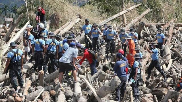 Sucharbeiten in einer betroffenen Region auf den Philippinen