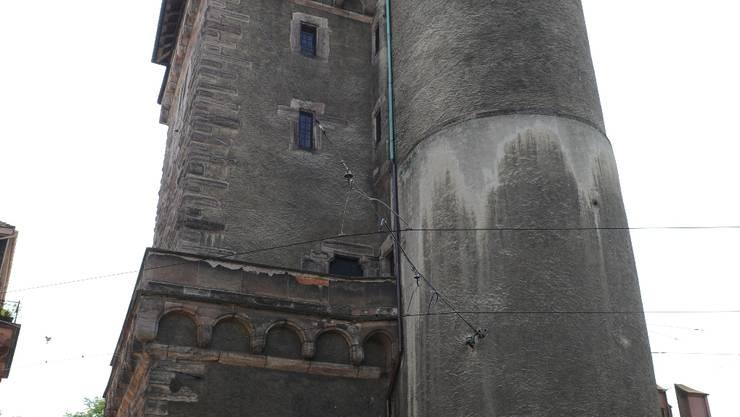 Der Putz ist ab: Die Fassade des Spalentors ist beschädigt. Foto: Juri Junkov