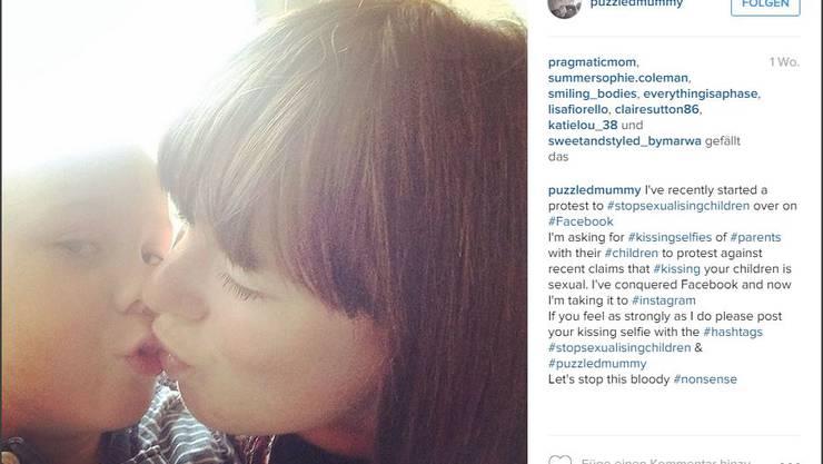 Entrüstete Mütter rufen auf Instagram zu #kissingselfies mit ihren Kindern auf.