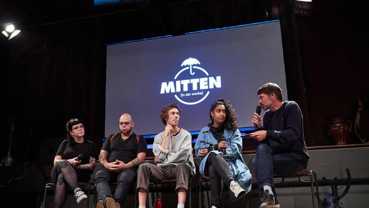 «Mitten in der Woche»: Martina Stadelmann, Marcel Colomb, Donat Kaufmann, Jennifer Perez, Sandro Bernasconi (v.l.). (zvg / B. Hunziker)