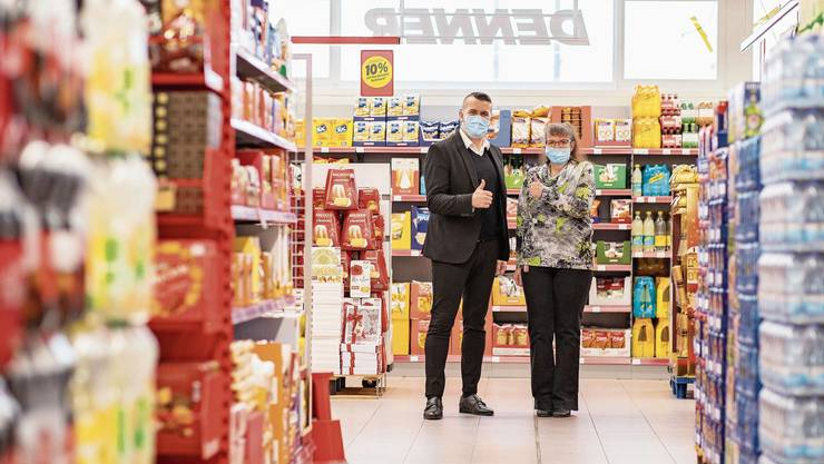 Der Verkaufsleiter Dursum Handanovich und die Filialleiterin Daniela Zahnd sind mit dem neuen Laden zufrieden.