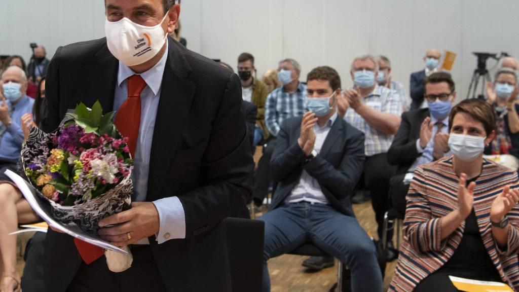 Mitte bestätigt Pfister im Amt und lanciert zwei Volksinitiativen