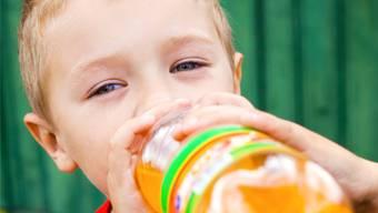 Besonders süsse Getränke könnten gekennzeichnet werden – dem würde das Volk eher zustimmen.