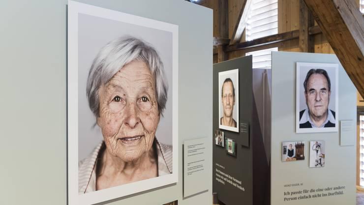 Eine Ausstellung erinnert an die Opfer fürsorgerischer Zwangsmassnahmen.