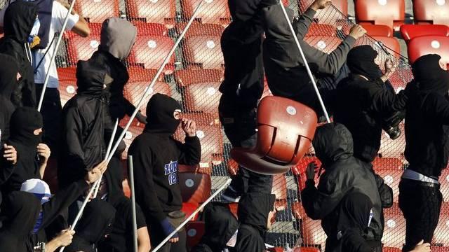 Solche Szenen will das Hooligan-Konkordat in Zukunft vermeiden: Chaoten im GC-Sektor im Spiel gegen den FCZ (Archiv)
