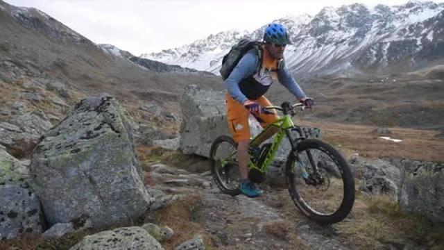 So fährt es sich leichter: Mit dem E-Mountainbike in die Berge.