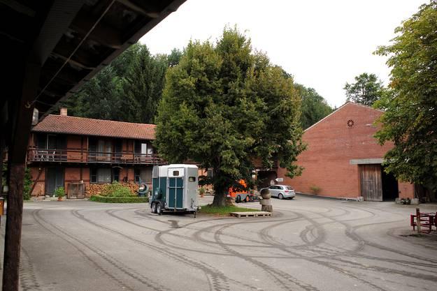 Die alten Bauten bei den Stallungen.