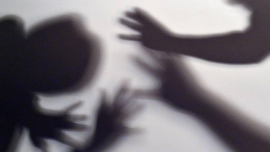 Kindesmisshandlung: Anwalt beschuldigt Vormundschaftsbehörde schwer
