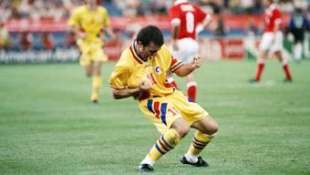 Gheorghe Hagi zelebriert bei der WM 1994 sein Tor zum 1:1 gegen die Schweiz. Doch gegen die entfesselten Schweizer standen die Rumänen in Detroit auf verlorenem Posten, kassierten noch drei Tore und unterlagen 1:4.