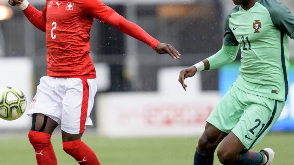 Rafael Leão (rechts), hier gegen Jordan Lotomba in einem U21-Spiel zwischen der Schweiz und Portugal