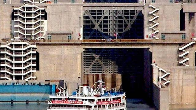 Schleusen für die Schiffahrt am Drei-Schluchten-Damm