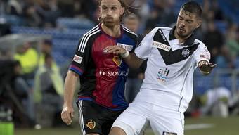 Luganos Israeli Ofir Mizrachi, auf dem Bild gegen Basels Michael Lang, schoss zwei frühe Tore