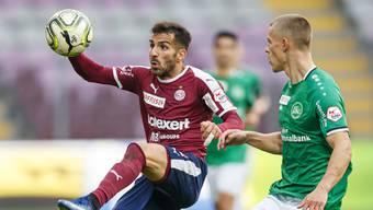 Klappt es für Servette dieses Mal gegen St. Gallen? Varol Tasar (links) gegen Miro Muheim.