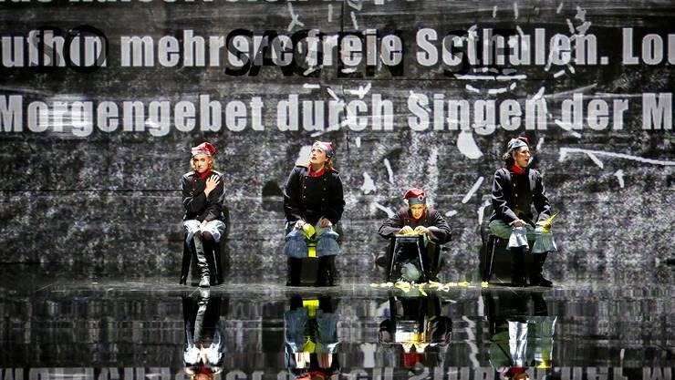 UNTER DER GROSSEN SONNE VON LIEBE BELADEN. SZENISCHE AKTION VON LUIGI NONO, Theater Basel