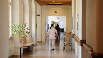 Ungewisse Zukunft: Der Gemeinderat hat die Schliessung des Gemeindespitals und dessen Umwandlung in ein ambulantes Gesundheitszentrum beschlossen. Dagegen wehrt sich ein Komitee mit einer Volksinitiative. (Bild: Martin Töngi)