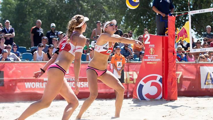 Für Nina Betschart (links) und Tanja Hüberli ist die WM in Wien vorbei: Sie scheiterten in den Achtelfinals