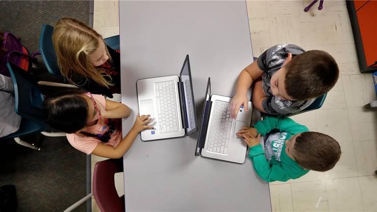 Amerikanische Kindergärtler und Primarschüler lernen das Programmieren. Im Bild: eine Schule im US-Bundesstaat Washington.Elaine Thompson/AP/Keystone