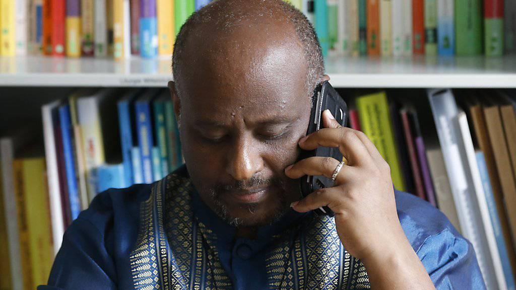 Seine Telefonnummer rettete Tausenden Menschen das Leben. Dennoch wird gegen den katholischen Priester Mussie Zerai in Italien ermittelt.