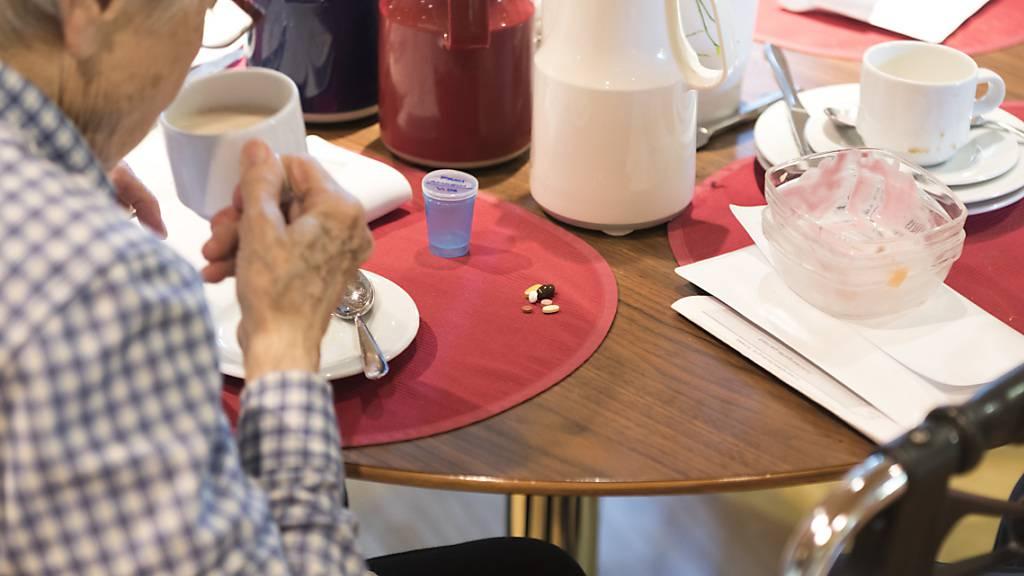 Besuchsregeln Altersheimen werden für Geimpfte gelockert