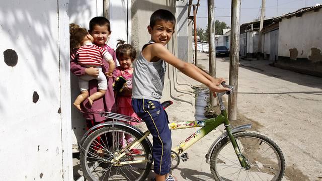 Kinder in Duschanbe, Tadschikistan:  Das Land profitiert von Entwicklungshilfe.