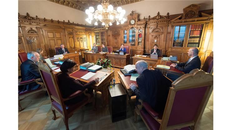 Die sieben Bundesräte sorgen mit ihrem Gestaltungseifer im Parlament für Unmut.