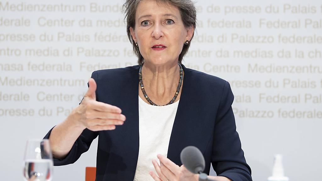 Bundesrätin Simonetta Sommaruga will beim Klimaschutz auf Anreize statt auf neue Abgaben setzen. (Archivbild)