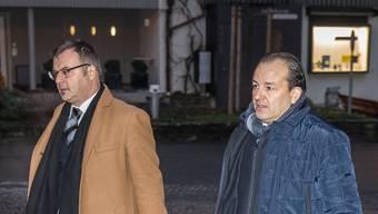 Riccardo Santoro (rechts) und sein Verteidiger am ersten Prozesstag – mit dem Urteil sind sie keineswegs zufrieden.