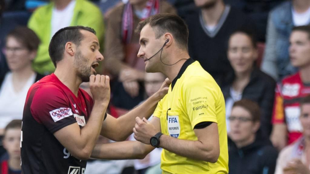 Stephan Klossner beschuldigt Xamax-Captain Raphaël Nuzzolo, ihn im Barrage-Hinspiel im letzten Mai angespuckt zu haben