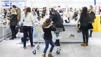 Durch den Einkaufstourismus entgehen dem Bund jährlich Mehrwertsteuer-Einnahmen in der Höhe von 500 bis 550 Millionen Franken.