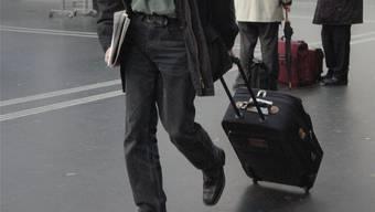 Seinen Koffer sollte man lieber nicht irgendwo im öffentlichen Raum unbeaufsichtigt stehen lassen – die Folgen könnten gravierend sein.