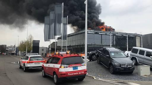 Grosseinsatz in Kreuzlingen: Mercedes-Garage in Vollbrand