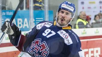 Matthias Joggi bejubelt seinen verwandelten Penalty, der Biels 5:4-Sieg nach Penaltyschiessen gegen Freiburg sicherstellte