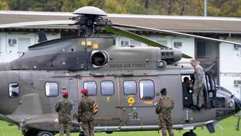 Ein Helikopter und Soldaten der Swiss Air Force (Symbolbild)
