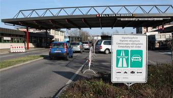 25000 Grenzgänger leben im Kreis Waldshut. Ihr täglicher Arbeitsweg führt über den Schweizer Zoll. bre/sk