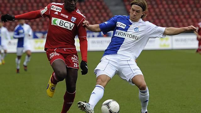 Magere Fussballkost im Letzigrund (hier Lang und Moussilou, links)