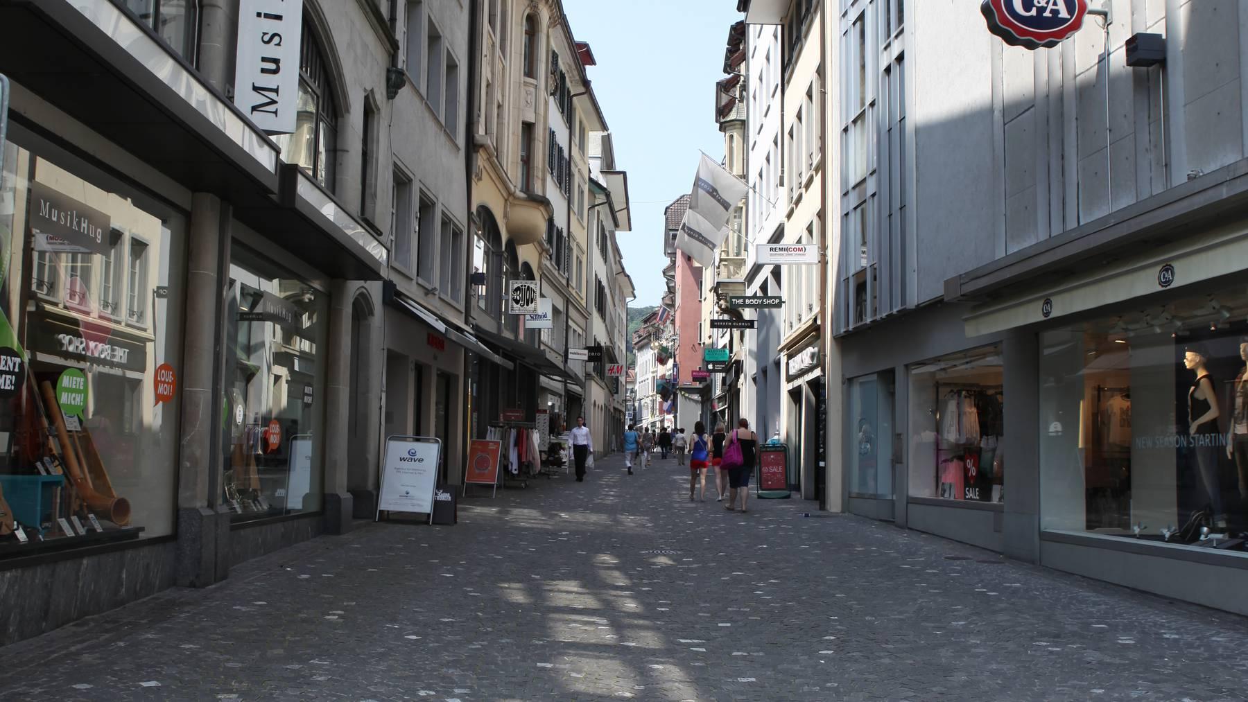 Luzern: Rauch in C&A-Gebäude am Kapellplatz
